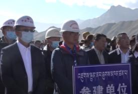 ŠETAJUĆA ZGRADA Kinezi objekat škole prebacili na drugo mjesto (VIDEO)