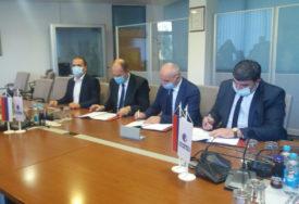 U TREBINJU SE GRADI SOLARNA ELEKTRANA Đokić i Petrović potpisali koncesiju o izgranji najveće elektrane na sunčevu energiju