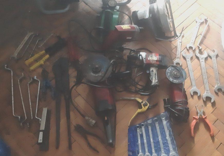 OPLJAČKALI ROŠTILJNICU I PORODIČNU KUĆU Policija u Kozarskoj Dubici uhapsila lopove