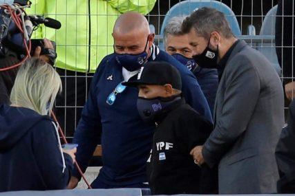 ZA NJEGA NE VAŽE PRAVILA Maradona izašao iz izolacije