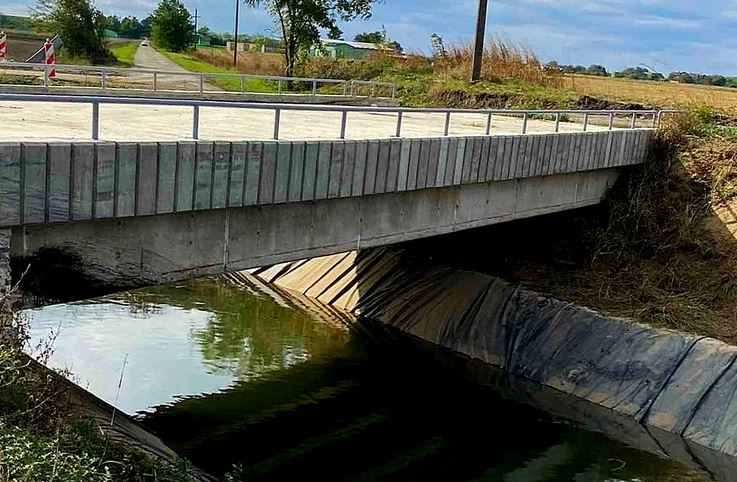 U STRAŠNOJ NESREĆI POGINULO TROJE MLADIH Auto udario u most i upao u kanal, TIJELA IZVUČENA IZ VODE