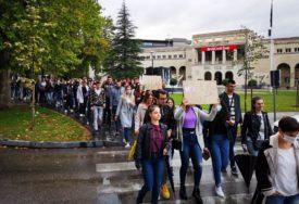 PROTEST STUDENATA U MOSTARU Traže ukidanje onlajn nastave i smanjenje cijene školarine