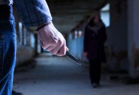 DOBIO VIŠE UBODA PO GLAVI I TIJELU Muškarac izboden nožem dovezen u Urgentni centar