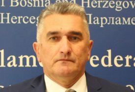 BOSNIĆ ISTUPIO IZ KOALICIJE Nastavljeno razilaženje političkih partnera