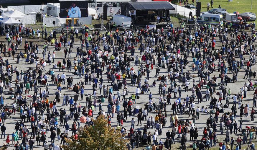 PRODUŽENJE VANREDNE SITUACIJE U Španiji sukob demonstranata i policije zbog restriktivnih mjera