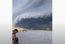 OBLACI UPLAŠILI LJUDE Nije bilo kiše ni oluje, svi su mislili da se sprema KATAKLIZMA (VIDEO)