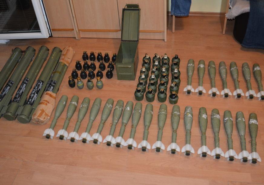 VELIKA POLICIJSKA AKCIJA U SRPSKOJ Uhapšeni trgovci oružjem, zaplijenjeni RAKETNI BACAČI