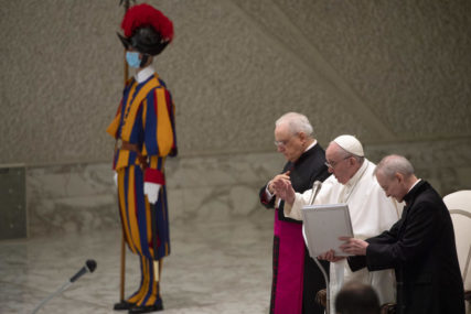 PREPREKE I OTPOR Papa Franjo poručio da crkva ima problem sa korupcijom vijekovima
