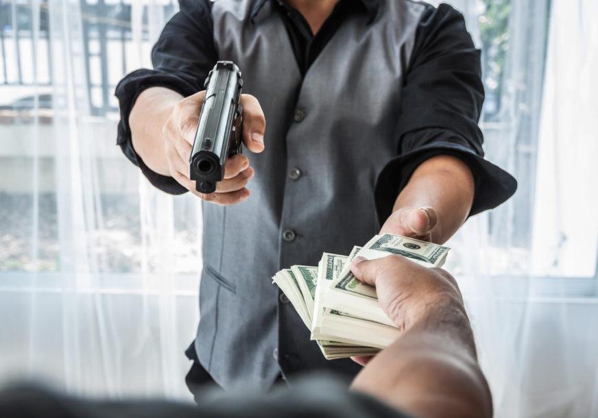 DRAMA U TRŽNOM CENTRU Naoružani razbojnici od radnika ukrali veliku količinu novca, ČULI SE I PUCNJI