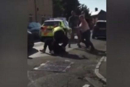 PALA I IZGUBILA BEBU Prilikom intervencije policajac upotrijebio elektrošoker na trudnici (VIDEO)