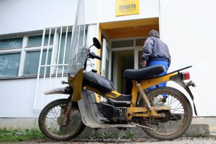 """NEDOSTACI ODMAH OTKRIVENI """"Pošte Srpske""""  kupile 50 neispravnih mopeda"""