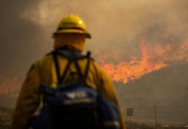 NAREĐENA EVAKUACIJA 60.000 LJUDI Veliki požar zahvatio jug Kalifornije
