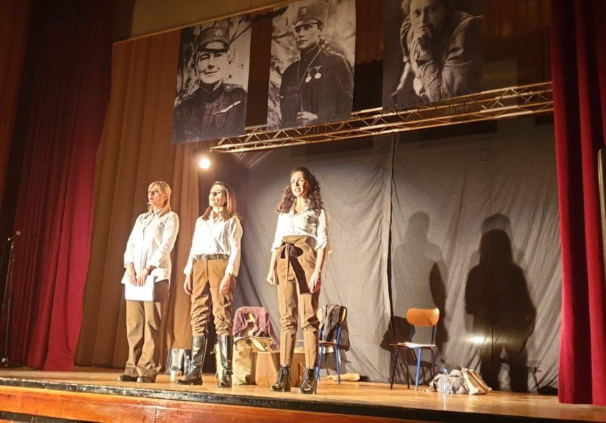 RASPLAMSANE VATRE ČAROLIJE Počeo Festival omladinskih pozorišta Republike Srpske u Rudom