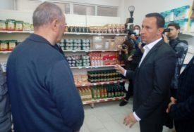 OSNOVNE NAMIRNICE JEFTINIJE I DO 50 ODSTO  Otvorena prva prodavnica za najstarije Trebinjce