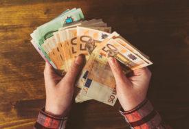 NA DRŽAVNIM JASLAMA NEMA KRIZE Korona srezala plate u privatnom sektoru, u javnom rastu