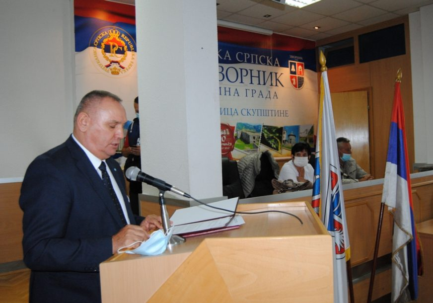 MEDALJE ZASLUGA ZA NAROD Uručena posthumna odlikovanja porodicama 45 boraca Vojske Republike Srpske