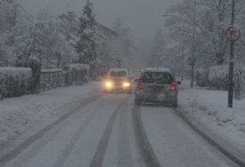 ZIMSKE SLUŽBE U AKCIJI Počelo čišćenje snijega sa ulica i puteva