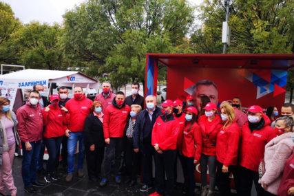 UVJERENI U POBJEDU Aktivisti SNSD poručili s Trga Krajine da je Banjaluka uz Radojičića