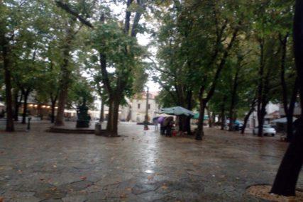 OBILNE PADAVINE NA JUGU SRPSKE Kiša u Trebinju opustošila omiljeno mjesto za kupovinu