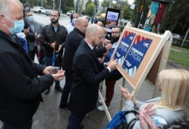 ZALIJEPLJEN PRVI PLAKAT Ujedinjena Srpska počela kampanju u Banjaluci