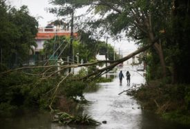 "OLUJA IDE PREMA AMERIČKOJ OBALI Uragan ""Delta"" dostigao drugu kategoriju"