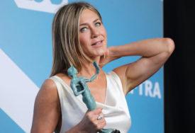 RAT SLAVNIH Dženifer Aniston pozvala ljude da ne glasaju za Kanje Vesta, on joj nije ostao dužan