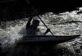 UKRADEN KAJAK S VESLIMA Teška krađa kod jezera Perućac