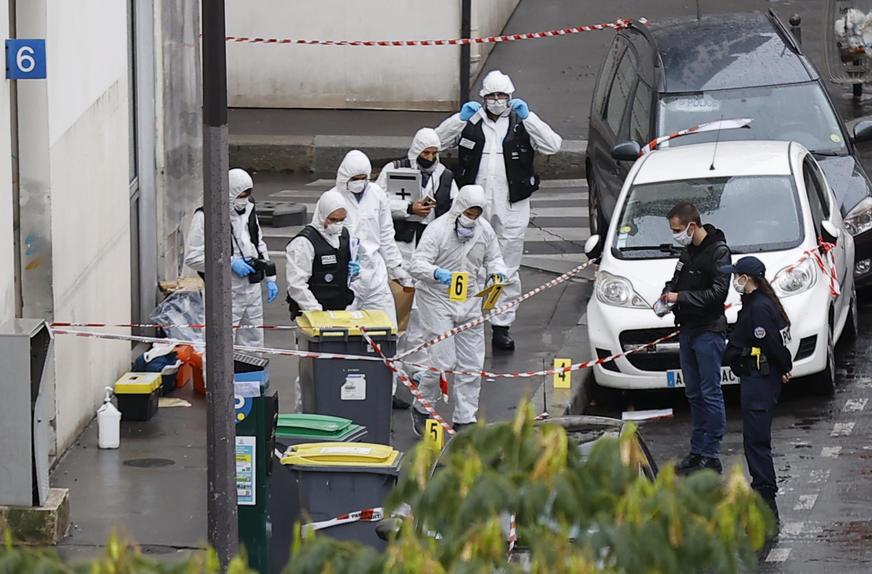 ZLOČIN KOJI JE POTRESAO SVIJET Zbog ubistva profesora u Francuskoj i ČETIRI UČENIKA u pritvoru