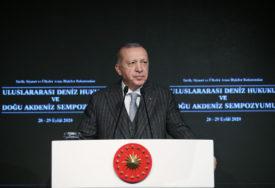 """POTREBAN MU JE MENTALNI TRETMAN"" Erdogan oštro odgovorio Makronu"