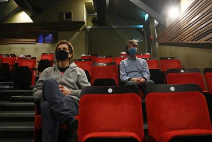 NETFLIKSOV HIT Neobična serija osvojila publiku (VIDEO)