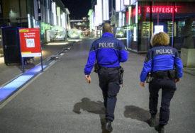 SUMNJAJU DA JE POKUŠALA IZVESTI TERORISTIČKI NAPAD Žena džihadističkih uvjerenja nožem narsnula na osobu u radnji