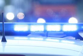 SUDAR DVA AUTOMOBILA Povrijeđene tri osobe, dvije zbog povreda zadržane u bolnici
