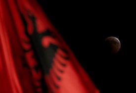 INCIDENT U SKOPLJU Albanska zastava ispred vlade Sjeverne Makedonije