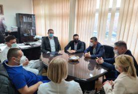 ZAJEDNIČKI U BORBI PROTIV KORONE Ministar Šeranić i gradonačelnik Doboja posjetili Jedinicu za intezivnu njegu (FOTO)