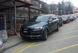 VRHUNAC BAHATOSTI Parkirao ispred Infektivne klinike, zaposleni ga prijavili