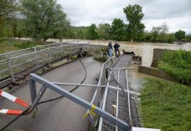 JOŠ OSJEĆAJU POSLJEDICE POPLAVE Novi most za Česmu i poslije šest godina na čekanju (FOTO)