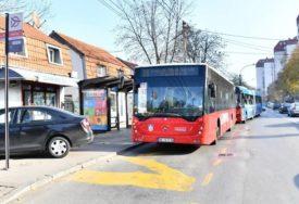 I NJIMA JE HLADNO Pas zadrijemao u autobusu, a prizor topi i najtvrđa srca (FOTO)