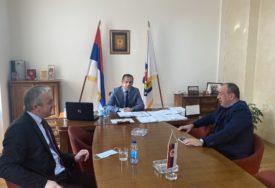 """""""PRIMJER USPJEŠNOG ČOVJEKA"""" Borenović i Crnadak se sastali sa načelnikom Šamca"""