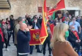 """""""CRNA GORA NIJE OBALA SRPSKOG MORA"""" Božović spriječen da položi vijenac (VIDEO)"""