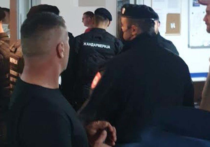 """IZBORNI ŠTAB NAM JE POD OKUPACIJOM"" Iz DNS Pale tvrde da im policija hapsi aktiviste (VIDEO)"