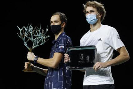 MEDVEDEV OSVOJIO TROFEJ Rus napravio preokret, od sutra PRESKAČE Federera