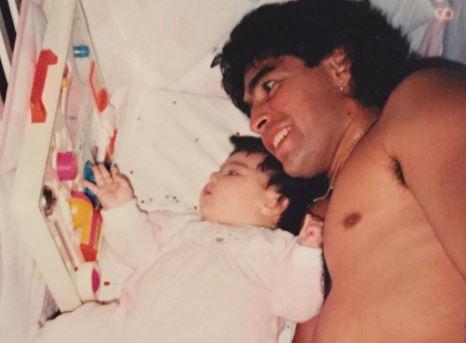 PRIZORI KOJI SLAMAJU SRCA Maradona je ovako provodio vrijeme s kćerkama (FOTO)