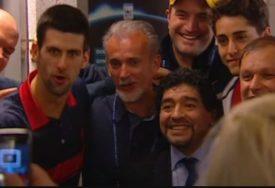 SVIJET JE OBOŽAVAO MARADONU, A ON - NOVAKA Fudbalski Bog je ZBOG ĐOKOVIĆA gledao tenis (VIDEO)