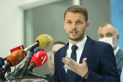 """""""DOSTAVIĆU VAM SPISAK SPORNIH DIPLOMA"""" Stanivuković je OVAKO odgovorio Rajčeviću"""