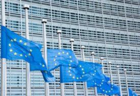 ZASTAVE EU U BRISELU NA POLA KOPLJA U znak solidarnosti sa Francuskom i Austrijom
