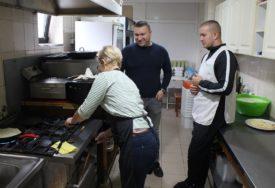DOBAR ODZIV Akciji pripremanja hrane za BOLNIČARE u Gradiški pridružuju se mnogi
