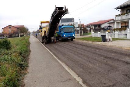 RUPE PROŠLOST U JEDNOJ OD NAJPROMETNIJIH SAOBRAĆAJNICA U Prijedoru brojne ulice asfaltirane UOČI IZBORA