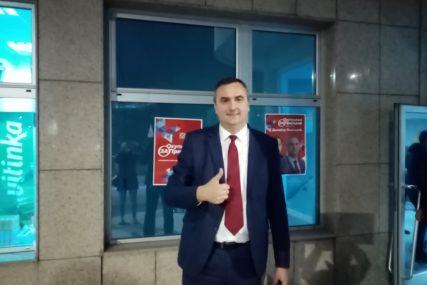 """""""CILJ DO MILION MARAKA"""" Pavlović poručio da je u Prijedoru za stipendije u budžetu za 2021. izdvojeno 530.000 KM"""