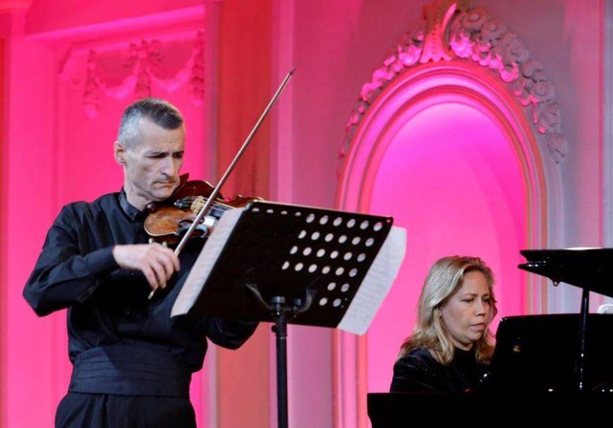 PANDEMIJE NIJE UGASILA MUZIKU Održan koncert violiniste Ivana Otaševića i pijanistkinje Natalije Mladenović