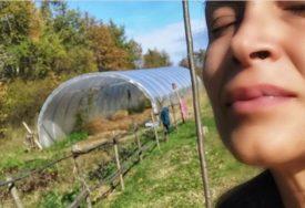 """""""NAJBOLJE SE OSJEĆAM U PRIRODI"""" Kakav životni preokret, pjevačica se bavi zemljoradnjom i živi u KUĆIĆI OD GLINE"""